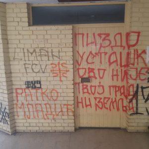 SafeJournalists: Србија – Влезот од домот на новинар исцртан со неонацистички симболи и говор на омраза